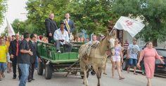 Prefeito faz trajeto de carroça após posse em Santa Vitória do Palmar