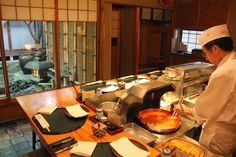 Popular Japanese food — Top 11 popular dishes in Japan but make the fame for Japanese cuisine - Living + Nomads – Travel tips, Guides, News & Information! Japanese Pancake, Japanese Snacks, Japanese Dishes, Japanese Food, Tofu Ramen, Thin Sliced Beef, Types Of Noodles, Mochi Cake, Viajes