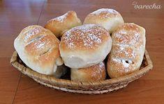 Tvarohovo-čokoládové kysnuté koláče (fotorecept) - recept | Varecha.sk Hamburger, Bread, Breakfast, Recipes, Food, Basket, Morning Coffee, Brot, Recipies