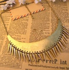 Vintage Moon Shape With Spike Necklace - Sheinside.com