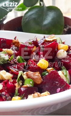 Cevizli Kırmızı Pancar Salatası – Salata meze kanepe tarifleri – Las recetas más prácticas y fáciles Healthy Foods To Eat, Healthy Eating, Turkish Salad, Perfect Salad Recipe, Turkish Recipes, Ethnic Recipes, Beet Salad Recipes, Food Salad, Vegetarian Recipes