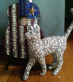 The Mosaic Cat & The Mosaic Guitar By artist Elaine Summers Mosaic Diy, Mosaic Crafts, Mosaic Projects, Mosaic Tiles, Stone Mosaic, Mosaic Glass, Glass Art, I Love Cats, Crazy Cats