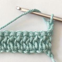 Gratis haakpatroon voor het haken van een ledikantdeken in de wafelsteek. Met duidelijke foto instructies en uitleg. Crochet Mandala Pattern, Crochet Chart, Crochet Stitches, Cute Crochet, Crochet For Kids, Crochet Baby, Loom Knitting, Knitting Patterns, Crochet Patterns