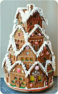 NOW THATS a Gingerbread house ! 10 Gingerbread Houses You HAVE To See! I love this Gingerbread House! Making gingerbread houses is one of my favorite traditions! Christmas Gingerbread House, Noel Christmas, Christmas Goodies, Xmas, Gingerbread Houses, Christmas Houses, Christmas Holiday, Holiday Treats, Christmas Treats