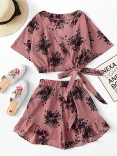 Floral print knot side crop top with shorts -shein(sheinside) dress clothes Pajama Outfits, Crop Top Outfits, Cute Casual Outfits, Cute Summer Outfits, Pretty Outfits, Two Piece Outfits Shorts, Teen Fashion Outfits, Outfits For Teens, Girl Fashion