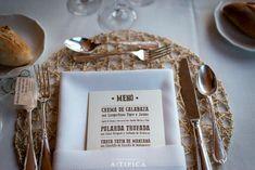 presentacion-de-carta-de-menu-para-boda-y-cuberteria-y-individuales-a-tipica-wedding