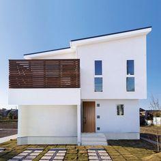 ナチュラルモダンの白いデザイナー住宅。無垢のフローリングとバルコニーが繋がる2階リビングのある家 | 無垢スタイルの注文住宅 施工事例