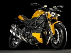 One of the best looking streetfighter is the Ducati Streetfighter.In fact, the Ducati Streetfighter 848 won the Title of Best Middleweight Streetbike in Ducati Streetfighter has an engine with a capacity of 1099 cc and it's a V-twin 8 valve beast. Ducati 848, Ducati Motorbike, Moto Ducati, Super Bikes, Harley Davidson, Enduro, Hot Bikes, Street Bikes, My Ride