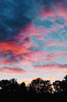See more of happinessinpixels's content on VSCO. Stars Wallpaper, Sunset Wallpaper, Sky Aesthetic, Summer Aesthetic, Pretty Sky, Beautiful Sky, Aesthetic Iphone Wallpaper, Aesthetic Wallpapers, Artsy Photos