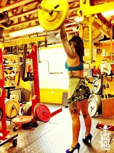 """High heels can't stop hardcore chics from weightlifting. Check out these """"Workoutfits"""". Nice!"""