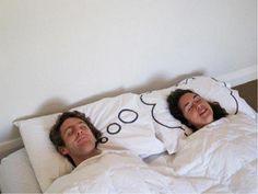 Geef een geinig romantisch kussen cadeau aan je vriend of vriendin. #slapen…