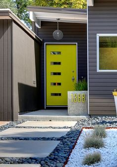 Best Front Door Paint Colors – Popular Colors To Paint An Entry Door. Most exterior paint colors and materials lean toward neutral shades, so a colorful front door is a chance to express your personal style through a central exterior. Yellow Front Doors, Front Door Colors, Green Doors, Bright Front Doors, Exterior Paint Colors For House, Paint Colors For Home, Exterior Colors, Paint Colours, Siding Colors