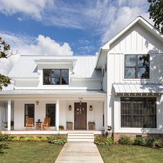 And here's a full view of that gorgeous modern farmhouse!! The porch is my favorite! #farmhousedreaming  By @jtaylordesigns