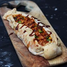 Chicken Pizza Recipes, Bbq Chicken, Kamado Bbq, Pita Wrap, Cheesesteak, Hot Dog Buns, Barbecue, Food To Make, Delish
