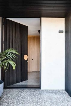 How this home became a contemporary haven Modern Entrance Door, House Entrance, Entrance Doors, Doorway, Modern Exterior, Exterior Design, Interior And Exterior, Contemporary Front Doors, Front Door Design
