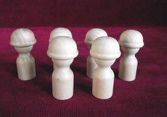 Ce sont le bois dans le commerce fait dur chapeau gars/casque tête Peg Dolls mesurant 2-1/8 pouces de hauteur avec une base de ¾ de pouce et un chapeau de diamètre de 1-1/16. Importé. Les poupées en bois sont en bois non finis, prêt pour vous à peindre en tout cas, vous choisissez. Le gars chapeau dur peut fonctionner pour beaucoup de choses d'ailleurs un travailleur de la construction. Que diriez-vous d'un gamin dans un bonnet, un casque équestre, un casque de football ou de baseball, un…