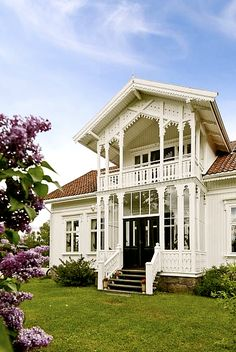 Traditional norwegian house -sveitservilla- old houses Norwegian House, Norwegian Style, Beautiful Buildings, Beautiful Homes, Norway House, Architecture Unique, Scandinavian Home, Victorian Homes, Old Houses