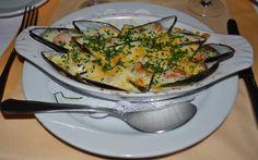Mussels au gratin casserole, a Spanish starter.