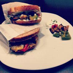 Vegetarischer Burger #vegetables #burger #sandwich #bread