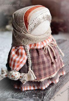 """Купить кукла-оберег Девочка с конфетой """"Шоколадный апельсин"""". - коричневый, оранжевый, народная кукла"""