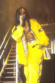 Aaliyah: fashion originator of athleisure and health goth Aaliya. Aaliyah: fashion originator of athleisure and health goth Aaliya. Fashion 90s, Hip Hop Fashion, Tomboy Fashion, Vogue Fashion, Fashion Trends, Fashion Fall, Vintage Fashion, Fashion Outfits, Style Aaliyah