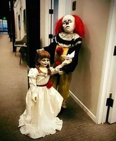 Pennywise and Annabelle Duo Halloween Costumes, Scary Halloween Costumes, Halloween 2013, Halloween Makeup, Horror Wallpapers Hd, Annabelle Doll, It Movie 2017 Cast, Pennywise The Dancing Clown, Bearded Lady