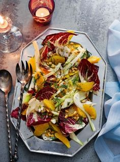 A refreshing and zesty winter salad recipe with an aniseedy crunch from fennel and sweet, juicy oranges. Vegetarian Christmas Menu, Christmas Salad Recipes, Winter Salad Recipes, Fennel And Orange Salad, Fennel Salad, Fancy Salads, Dinner Salads, Fancy Dishes, Meals Without Meat