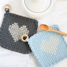 Cross stitch on a woven loop potholder (with free pattern)