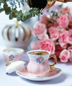 How to Make and Serve Turkish Coffee Coffee Latte, Coffee Set, Coffee Break, Coffee Time, Morning Coffee, Coffee Cups, Tea Cups, Tea Time, Brown Coffee