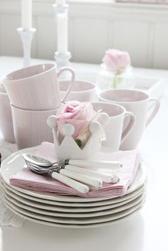52 Upcoming Modern Decor Ideas That Will Blow Your Mind - Home Decor Ideas White Cottage, Rose Cottage, Cottage Chic, Simply Shabby Chic, Shabby Chic Decor, Pink And Green, Pink White, Pale Pink, Lilac