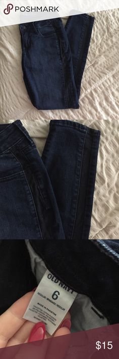 Dark wash denim / OLD NAVY Cute dark wash denim skinny jeans with dark stripe that runs from waist to hem on both sides of the seams of the jeans. Perfect statement pant for fall! Old Navy Jeans Skinny