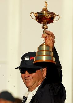 Captain Davis Love III of the United States holds the Ryder Cup at the colsing ceremonies after defeating Europe during singles matches of the 2016 Ryder Cup at Hazeltine National Golf Club on October 2016 in Chaska, Minnesota. Rory Mcilroy, Ryder Cup, Davis Love Iii, Golf Pga, Golf Tour, Photos 2016, Chaska Minnesota, Golf Clubs, Golf Courses
