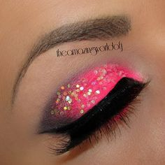 A huge selection of eye makeup tips, videos and eye makeup tutorials, learn how to apply eyeliner and eyeshadow using step by step or how to's from top make up professionals. Makeup Tips, Beauty Makeup, Hair Makeup, Makeup Ideas, Beauty Tips, Face Beauty, Makeup Stuff, Beauty Stuff, Makeup Tutorials
