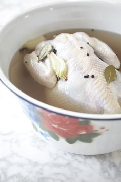 A salmoura é o método ideal para temperar aves: a carne fica saborosa e suculenta!