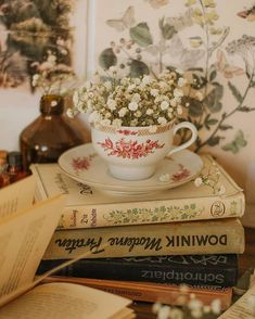 What's My Aesthetic, Nature Aesthetic, Aesthetic Vintage, Vintage Inspired Bedroom, Flat Lay Inspiration, Cottage In The Woods, Flat Lay Photography, Coffee And Books, Vintage Shabby Chic