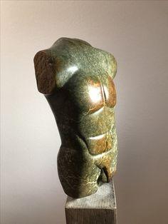 """""""Adonis"""": Männlicher Torso aus Serpentin (-it) Stein aus Zimbabwe. Erstellt auf einem Shona Skulptur Workshop im Kölner Zoo. Komplett manuell erstellt. Gewachst. Weitere Skulpturen aus Holz und Stein des Bildhauers aus Köln, z.T. vergoldet mit 24 Karat Blattgold sind auf meiner website zu sehen."""