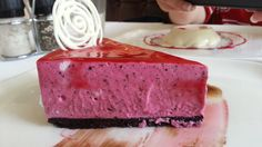 Raspberry & Oreo CheeseCake, smooth and creamy full of flavors and perfect texture.