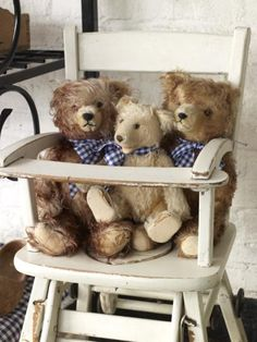 what's for dinner? Old Teddy Bears, Antique Teddy Bears, 3 Bears, My Teddy Bear, Love Bears All Things, Shabby, Bear Doll, Pooh Bear, Pet Toys