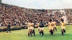 Hace 41 años, Universitario de Deportes le aguó la fiesta a su eterno rival y se convirtió en el primer equipo que logró campeonar en el nuevo estadio de Alianza Lima, el escenario más conocido como Matute. El 29 de diciembre de 1974, los cremas derrotaron a Nacional de Uruguay y dieron la primera vuelta de su historia en el coloso de La Victoria. Dic 29, 2015