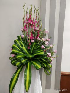 Gladiolus Arrangements, Church Flower Arrangements, Floral Arrangements, Deco Floral, Flower Bouquet Wedding, Plants, Table Scapes, Flower Vases, Decorations