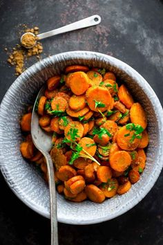 All Things Savory: Hot moroccan carrots - Healthy Seasonal Recipes Carrot Vegetable, Vegetable Side Dishes, Vegetable Recipes, Vegetarian Recipes, Cooking Recipes, Healthy Recipes, Summer Side Dishes, Healthy Side Dishes, Side Dish Recipes
