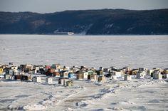 Pêche sur la glace, Chicoutimi, Québec.