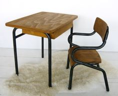 BF088 - Small desk and chair