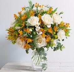 Fleurs Mariage : Ella Bouquet chic et généreux de roses crème et fleurs variées aux teintes orange et blanche