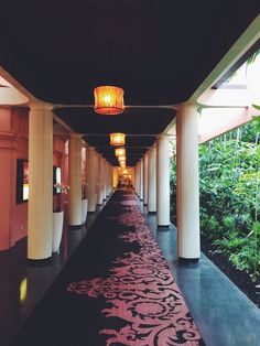 The Royal Hawaiian Resort via happymundane.com (photo happymundane on Instagram)