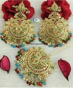 Tikka Jewelry, Indian Jewelry Earrings, Gold Hoop Earrings, Beaded Jewelry, Jhumar, Morning Flowers, Jewellery Designs, Wedding Accessories, Brooch