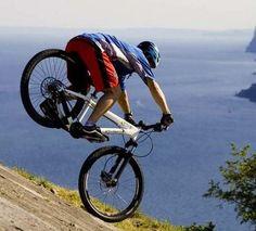 Non si può non effettuare un'escursione con la mountain bike tra i percorsi disponibili in zona.