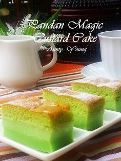 Aunty Young's Pandan Magic Custard Cake Steamed Layer Cake Recipe, Steamed Cake, Malaysian Dessert, Malaysian Food, Baking Recipes, Cake Recipes, Yummy Recipes, Puff And Pie, Magic Custard Cake