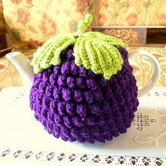Blackberry Tea Cozy - I want it! Stitch Crochet, Crochet Cozy, Cute Crochet, Crochet Crafts, Yarn Crafts, Crochet Projects, Beautiful Crochet, Bobble Stitch, Blackberry Tea