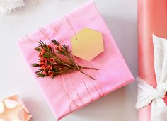 spritz gift wrap | Spray Paint Gift Wrap - Gift Wrapping Ideas - 13 Unusual ...